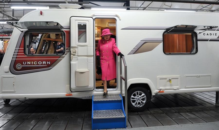 Rv Wheel Life Blog Archive Queen Elizabeth Ii Gives Rv Factory Royal Treatment