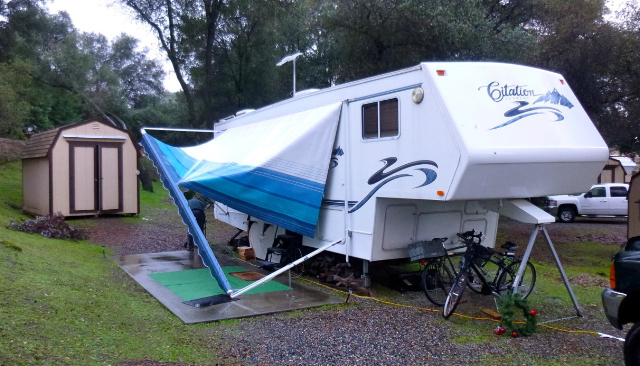Rv Wheel Life 187 Blog Archive 187 Up Goes The New Rv Awning