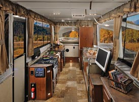 Chuck Woodbury reports from 'America's Largest RV Show' in Hershey, Pa.