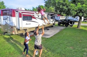 RVing Millennials, part 4: Media savvy Jay & Liz de la Cruz work remote from their RV