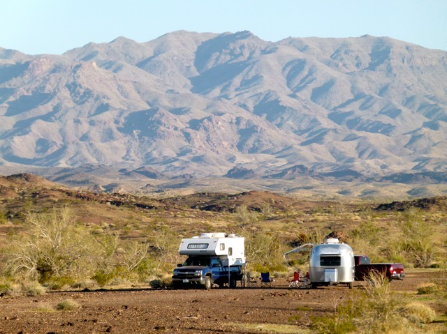 Boondocking with snowbird friends on BLM land