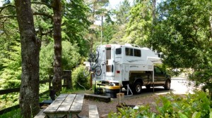 'New' (to us) 2005 10.2-foot Northern Lite Classic truck camper ... yippee
