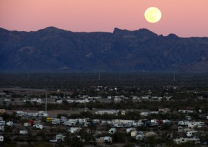 Boondocking RVers gather at Quartzsite over winter