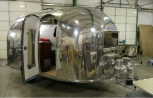 'Flippin' RVs' buffs out a classic '62 Airstream Bambi, more