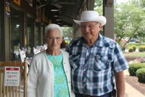 RVing couple aiming to hit all 645 Cracker Barrels